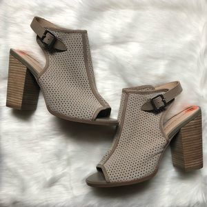 NWOT Anthrop. KELSI DAGGER Goya Gray/Tan Booties